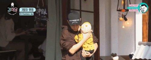 Jiwon taking care of kids/baby's is my weakness#은지원 #EUNJIWON #KangsKitchen