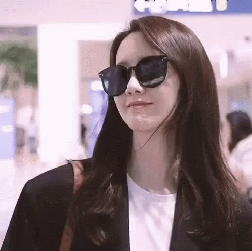 Happy birthday to the young and beaurifur goddess Im YoonA!!!