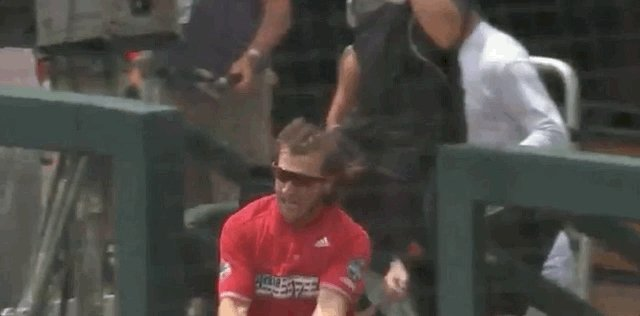 RT @LouisvilleBSB: 🕺 @DatDude_AE hitting his signature move!  #CWS | #L1C4 https://t.co/rr0QuBPcHW