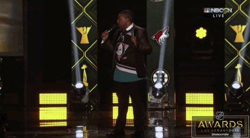 Kenan Thompson goes back to his Mighty Ducks roots as NHL Awards host