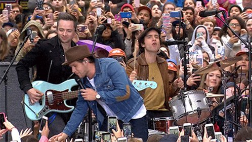.@NiallOfficial is on the plaza, and 'This Town' is loving it! #NiallTODAY