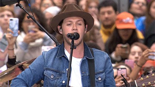 .@NiallOfficial takes the stage! See his concert on the TODAY plaza #NiallTODAY https://t.co/e8b4ViordM