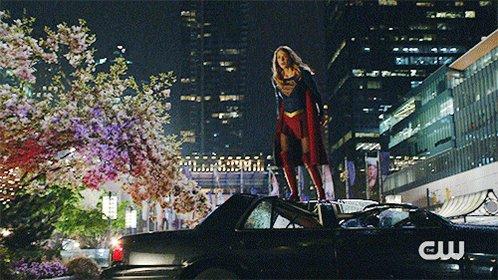#Supergirl's not messing around. https://t.co/RyYnam1x2w