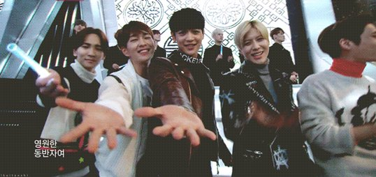 Happy 9th year anniversary SHINee!!!  🎉 🎂 😍  #9yearswithshinee #shinee...