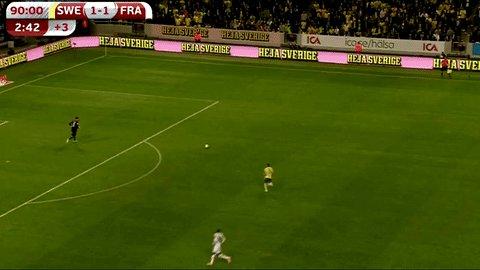 Suécia 1x1 França. 47 minutos do segundo tempo. Lloris apronta isso aí...