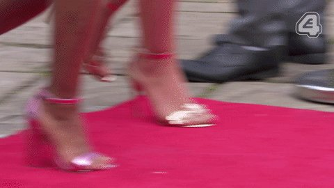 Walking into the party like...   #SaturdayNight #Hollyoaks https://t.c...