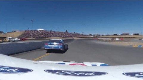 Harvick to the point!  @KevinHarvick passes @keselowski under braking...