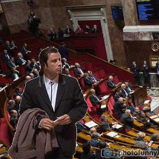 Manuel Valls a trouvé où s'asseoir à l'Assemblée ! https://t.co/tp4Ubf...