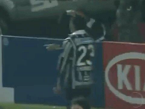 E a comemoração do Jorge Henrique no primeiro gol? Estilo Moonwalker! 💿   #TBTimão #VaiCorinthians
