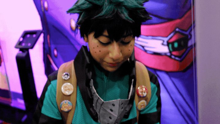 This Deku cosplayer MADE THE ENTIRE NOTEBOOK