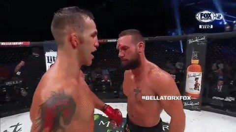 ¡GRAN GESTO! #BellatorxFOX   Derek Campos y Brandon Girtz realizaron u...