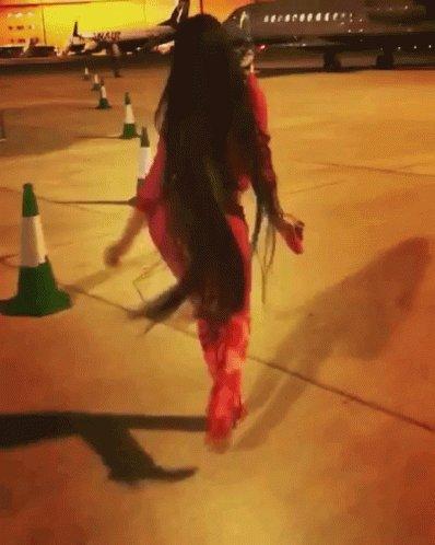 How I'm walking all #Leo season https://t.co/ryJCSJyfbQ