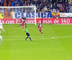 Toni Kroos não chuta pro gol, ele coloca a bola no gol.
