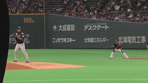 先ほど満塁ホームランを放った西川選手。爽やかに盗塁も決めます。 #lovefighters https://t.co/wTajnUfsqR