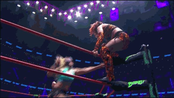 Here's the finish of the Reina de Reinas match. You be the judge at what happened. https://t.co/WAF6PTGPin