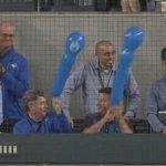 ジェット風船を楽しむMLBのスカウト陣。(公) #MLB pic.twitter.com/0HB6C…
