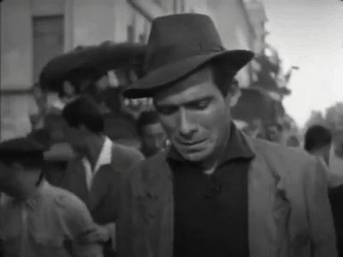 But at the end, it is Bruno who seems to comfort his father with his gaze and by taking his hand. #LadriDiBiciclette #BicycleThieves #DeSicapic.twitter.com/xpooaMuNNW