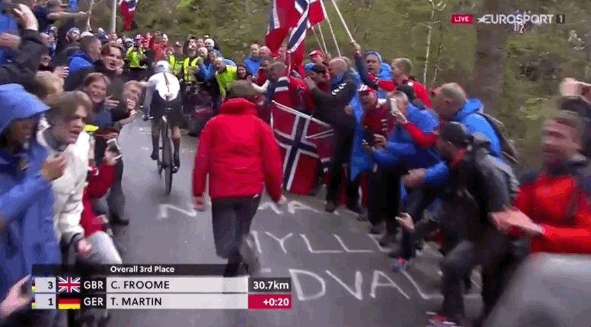 Norwegian police inspired by the Vuelta? https://t.co/3fjImTzK8n