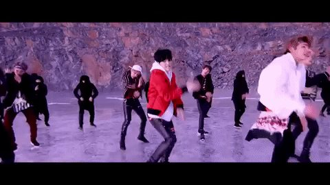I did my makeup like k-pop group BTS for a week:  https://t.co/UZA7hh8BgP https://t.co/U4v0sNIdHY
