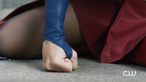👊 #Supergirl https://t.co/huYgAieaH0