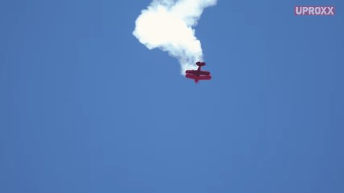 Look out! This daredevil pilot is testin...