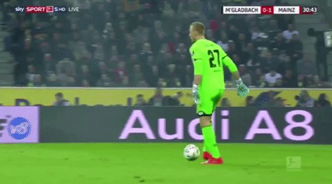 FC Yahoo - Mainz goalkeeper Robin Zentner swung his foot at the ball… or at least thought that's what he was doing: