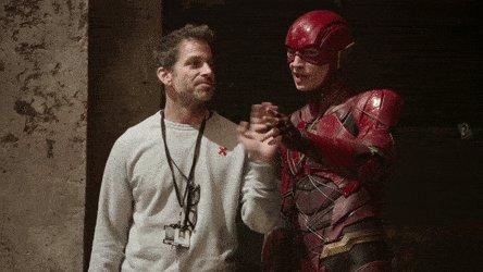 E essa 'treta' de mãos entre Zack Snyder...