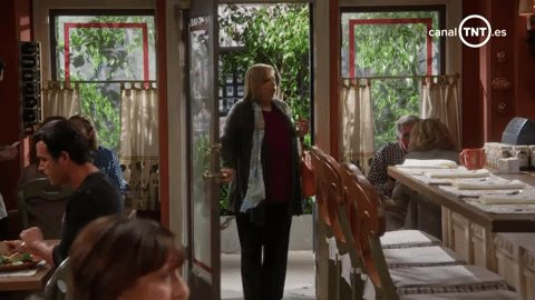 Mira quién entra por la puerta: ¡la nueva temporada de #MomTNT! La cita es a a las 20:50h > https://t.co/3el90H8GAc https://t.co/O1DcGSfhJp