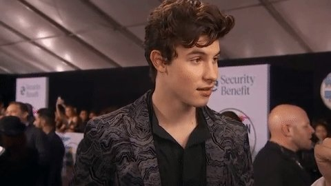 LOOK AT THAT SMILE OF HIS  #AMAs #SHAWNx...