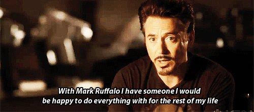 Me come RDJ sotto un treno per Mark Ruffalo.  HAPPY BIRTHDAY CUORE MIO