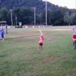 この幼女スイングスピードも腰の入り方も打った後のパフォーマンスも334点ですわ pic.twitte…