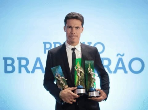 RT @CBF_Futebol: Vai um troféu aí? Hernanes saiu com a mala cheia do #PremioBrasileirao! ⚽️🏆 https://t.co/JGBeKONDPW