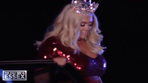 Hey, if the GC can rock up to a party in a crown… We totally can too right?! 👑  #Essexmas #TOWIE https://t.co/4i7z2Z742U