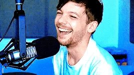 Happy Birthday to Louis Tomlinson, one of the most beautiful voice.