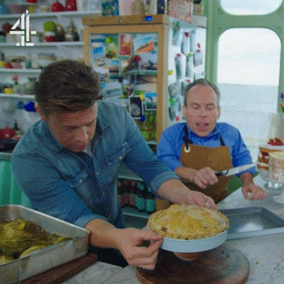 A cake tin with a loose bottom is the perfect vessel for making a perfect pie #FridayNightFeast https://t.co/JgfWDDasTW