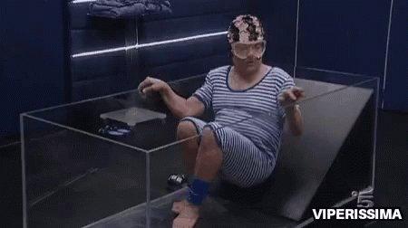 Eleven quando entra nella vasca di depri...