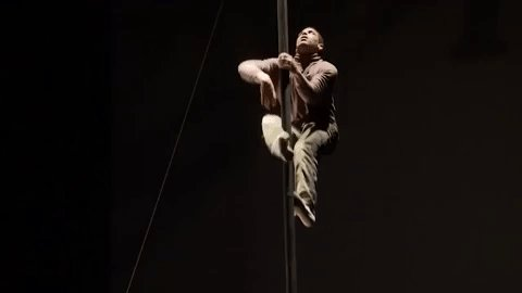 Introducing our NEW Chinese Pole short course. Four two-hour classes, suitable for beginners. Next course starts on 29 January - get climbing: nationalcircus.org.uk/courses/adult-…  Artist: Antonio Harris. Video: @MarkMorreau