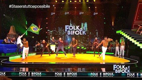 RT @RaiDue: A #Staseratuttoepossibile si balla la Capoeira do Brasil! 🇧🇷🤸 #Rai2 https://t.co/FXJ4n5m3Av