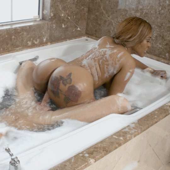 Bubble bath fuck with busty blonde bailey