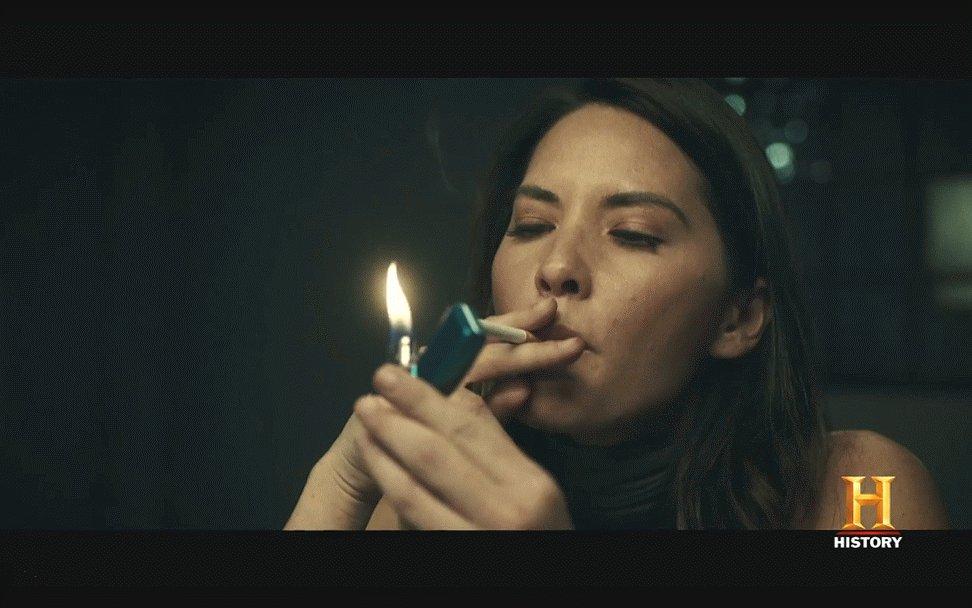 Rowan On Twitter Olivia Munn Smoking Smoking Oliviamunn Smoker