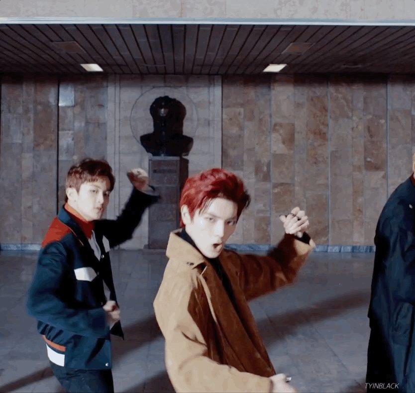 That smirk im dead lee taeyong #NCT_U_BO...
