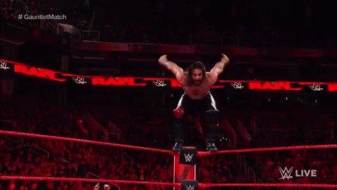 🐸🐸🐸🐸🐸🐸🐸  #RAW #GauntletMatch @WWERollins...
