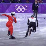 手を伸ばし日本選手の進路妨害をしてる北朝鮮選手に対する韓国ネットユーザーの皮肉。  「あれが北がいう<抗日パルチザン>というやつか」  (^o^;)