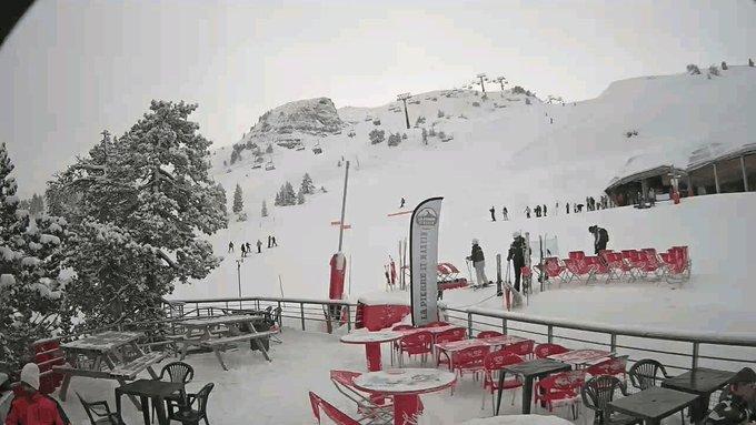 Evolución de la nevada en Arette desde el Domingo hasta hoy. @infonieve @PirineoAragonTo @CyNPirineos @meteobenas @pirineopyrenees