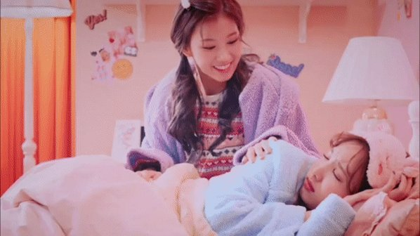 RT @marahOnce95: 💗💗 SaNayeon 💗💗 #TWICE #트와이스 #Sana #nayeon #sanayeon #사나 #나연 https://t.co/itZbNE07oY