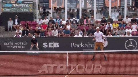 ¿Están listos para un cruce de alto vuelo? Este martes nos espera un partidazo en el @hamburgopen 🔥🍾  🇩🇪 Alexander Zverev se medirá ante 🇨🇱@NicoJarry por tercera vez en la temporada, ¿quién se impondrá?  👀🍿  📽️ @TennisTV