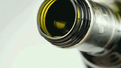 ¿Pero sabías que el aceite de oliva tiene más grasa saturada por gramo que la carne de vacuno? ¡De hecho más del doble!!! Pero uno es alabado y uno es demonizado. 