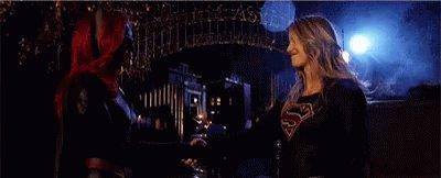 ¡La productora de #Batwoman @carolinedries asegura que veremos un montón de #Batwoman y #Supergirl en el futuro como dúo! 💪🏼💪🏼💪🏼#ComicConWarner #SDCC #WBSDCC