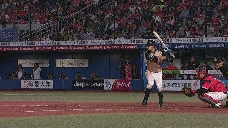 北海道日本ハム(@FightersPR)・中島卓選手のファールがカメラ目がけて飛んできました。 #lovefighters #中島卓選手ファウルボール注意報