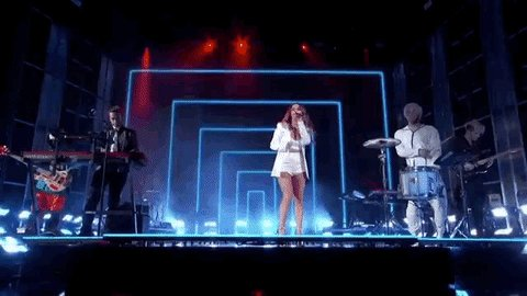 Zedd, Maren Morris & Grey debut a live performance of The Middle at the #BBMAs blbrd.cm/zoSkd1